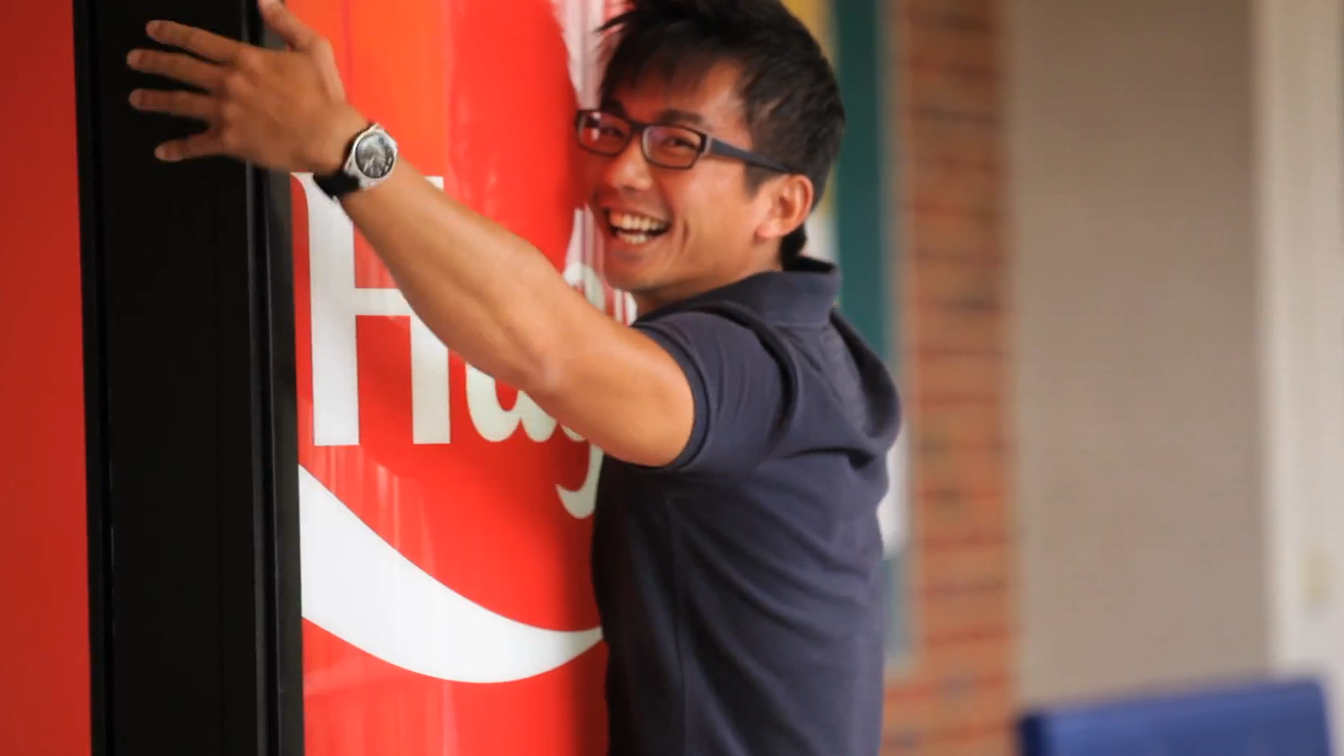 Coke machine hug.png